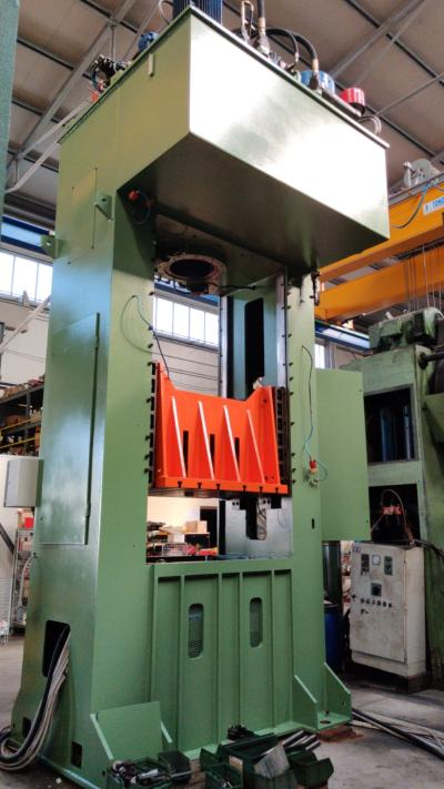 GIGANT 400 Hydraulic double column presses