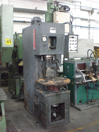 ROVETTA HG-60/45 Trimming presses with rotary table