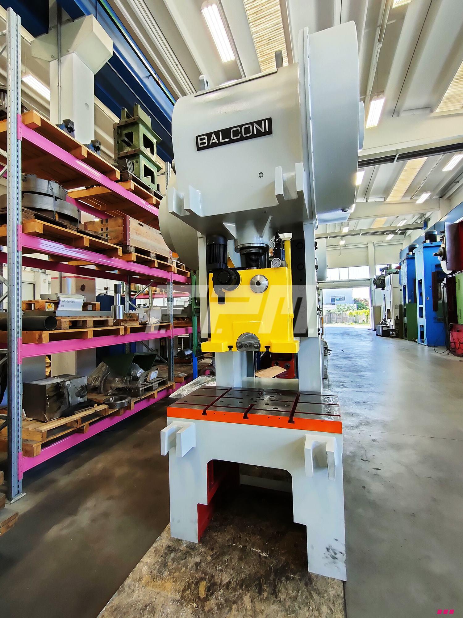 Pressa meccanica a collo di cigno usata per stampaggio for Presse idrauliche usate per officina